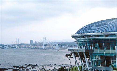 누리마루 APEC 하우스와 바다
