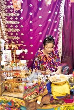 아기자기하고 이국적인 소품을 파는 빠이의 기념품점.