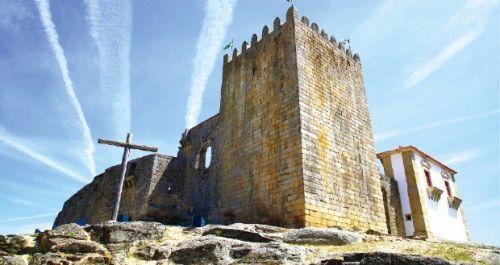 중세에 강력한 요새로 세워진 벨몽테 성.