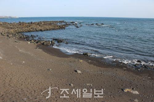 검은 모레 해변