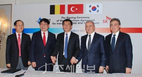 SK건설이 17일(현지시간) 터키 이스탄불에서 벨기에 유니트그룹과 4조원 규모 이란 민자발전사업에 관한 계약을 체결했다. 사진=SK건설 제공