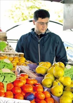 예쁘고 아기자기한 채소·과일이 흔한 류블랴나 시장.