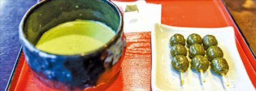 850년이 넘는 전통을 지닌 찻집 쓰엔의 녹차세트