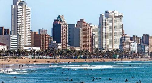 빌딩 숲과 황금빛 해변이 어우러진 더반은 세계에서 가장 아름다운 해변도시 중 하나다.