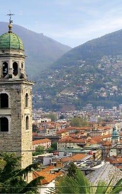 산 로렌초 대성당 너머로 펼쳐진 루가노.