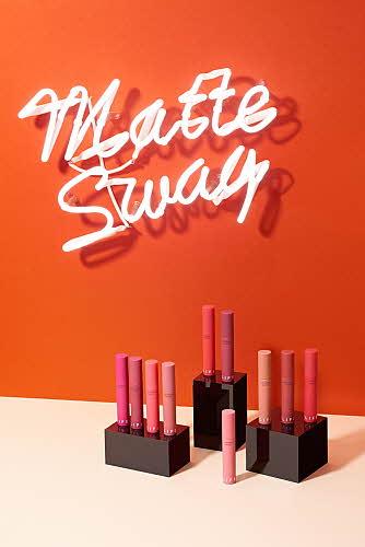 라이프 컬러 립 크러시 매트 홍보 포스터