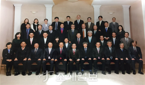 기념촬영을 하고 있는 중부세무사회 임원들과 동경세리사회 임원들. (사진제공 중부지방세무사회)