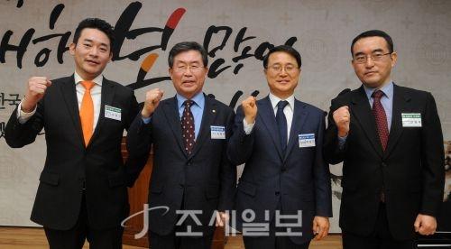[포토]수상자들과 함께 기념 촬영하는 이창규