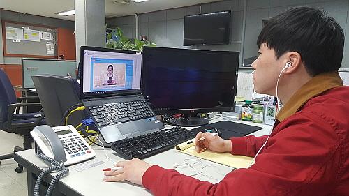 제너시스BBQ 그룹 임직원의 외국어 학습 모습...BBQ 제공