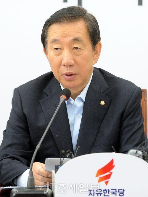 15일 원내대책회의에서 발언하는 김성태 자유한국당 원내대표. (사진=김용진 기자)
