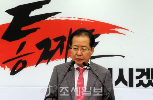 당사에서 기자회견 중인 홍준표 자유한국당 대표. (사진=김용진 기자)