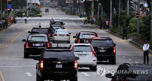 12일 회담장인 싱가포르 카펠라 호텔을 향하는 도널드 트럼프 미국 대통령의 차량. (사진=연합뉴스)