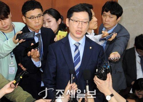 김경수, 이재명 인터뷰 <사진: DB>