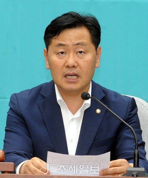 김관영 바른미래당 원내대표가 9일 오후 서울 국회에서 열린 의원총회에서 발언을 하고 있다 [사진: 김용진 기자]