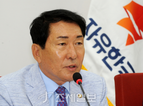 안상수 한국당 비대위 구성 준비위원장.(사진=김용진 기자)