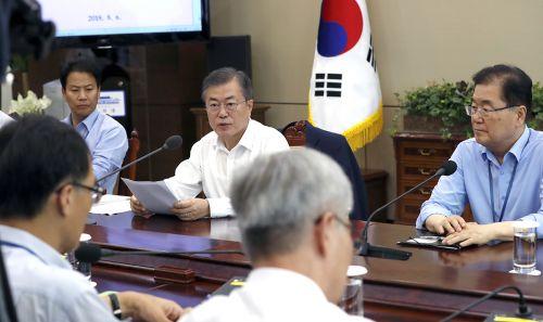지난 6일 문재인 대통령이 청와대에서 수석보좌관회의를 주재하는 모습. (사진=청와대 제공)