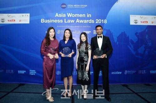 법무법인 태평양의 장승연 외국변호사(사진 맨 왼쪽)가 지난 8일 홍콩에서 열린 2018 유로머니 아시아 여성변호사 시상식에서