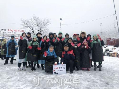 법무법인 광장의 공익활동위원회가 지난 24일 서울시 강남구 개포동에 위치한 구룡마을에서 소외계층 겨울나기를 돕기 위한