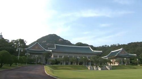 청와대는 27일 김정은 북한 국무위원장이 오는 30일 1박2일 일정으로 서울을 방문한다는 내용의