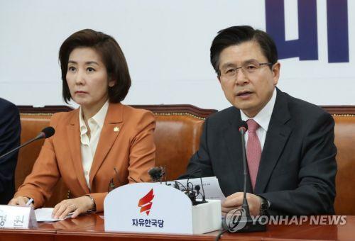 곤혹스런 한국당 지도부