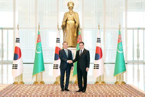 투르크메니스탄 대통령 만난 문 대통령
