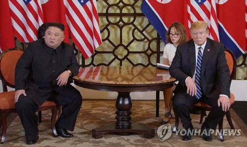 도널드 트럼프 대통령이 29일 자신의 한국 방문기간 중 DMZ에서 김정은 북한 국무위원장과 만나고 싶다는 뜻을 제안해 그 결과에 관심이 몰리고 있다. 지난 하노이 회담 모습 (사진=연합뉴스)