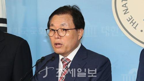 한국당 의원들 <사진: KBS>