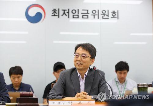 발언하는 박준식 최저임금위원장