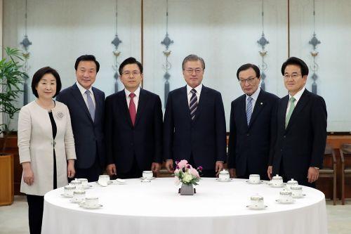 18일 열린 문재인 대통령과 여야5당대표 회동 모습(청와대)