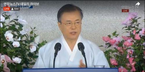 문재인 대통령은 15일 충남 천안 독립기념관에서 거행된 제74회 광복절 경축식에서 경축사를 발표하고 있다 (사진=연합뉴스TV캡처)