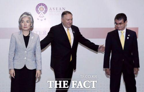 강경화 외무부장, 마이크 폼페이오 미 국무장관, 고로 다노 일본 외무상