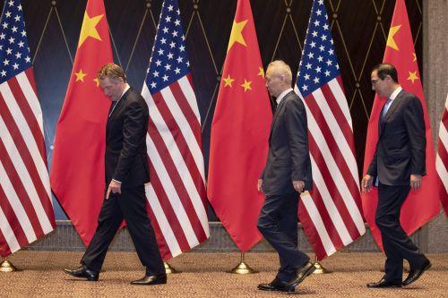로버트 라이트하이저 미국 USTR 대표와 류허 중국 부총리, 스티븐 무느신 재무장관 (사진=연합뉴스)