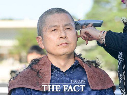 삭발하는 황교안 자유한국당 대표(더팩트)