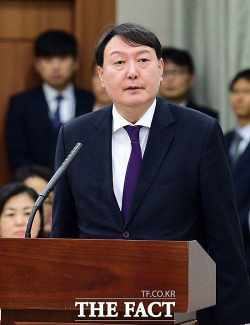 윤석열 검찰총장은 4일 전국 검찰청에 사건관계인에 대한