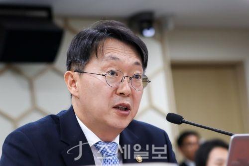 """'정치 세무조사 금지' 법제화에…국세청장 """"논란 소지 있다"""""""