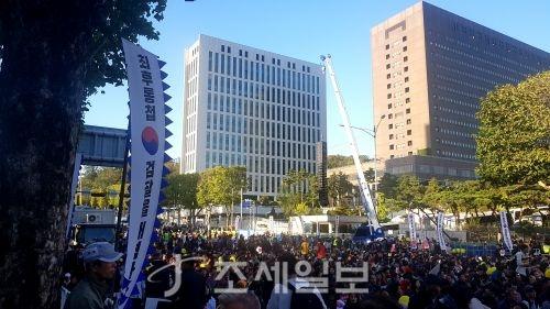 검찰개혁 사법적폐청산 범국민시민연대는 12일 오후6시 서울 서초역 사거리에서