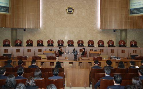 대법원 전원합의체가 21일 사망한 남편의 후처와 그 자녀들이 전처의 자녀들을 상대로 청구한 기여분 결정의 재항고를 기각했다. (사진=연합뉴스)