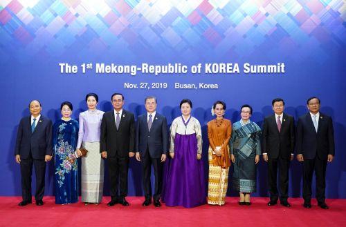 제1차 한-메콩 정상회의가 개최된 27일 정상들은 미래 협력 방안이 담긴