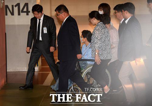 박근혜 국정원 특활비<사진: 더 팩트>
