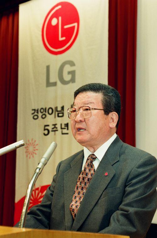 LG그룹 오너일가 '1조원' 상속세 짐 어떻게 벗을까