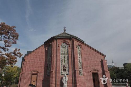 로마네스크와 고딕이 절충된 약현성당