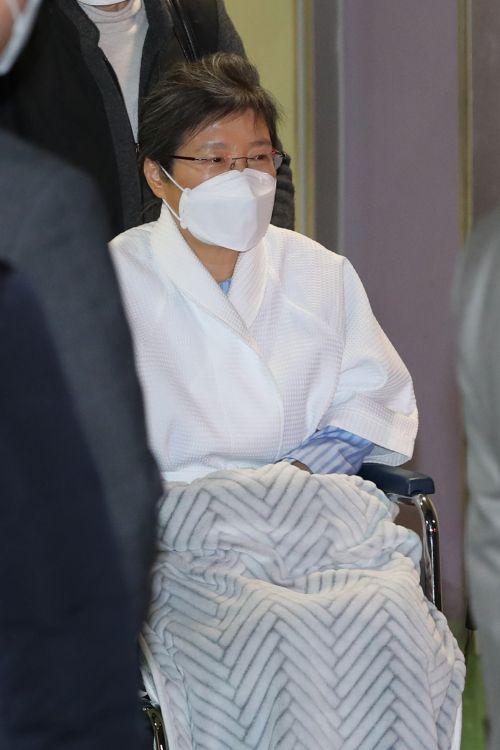 [포토] 병원 퇴원 후 구치소 향하는 박근혜